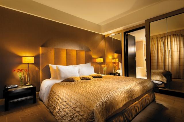 Kingsizebett im Aquincum Hotel Budapest, Ungarn