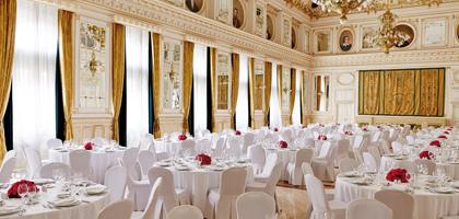 Restaurantbereich im Corinthia Hotel Budapest