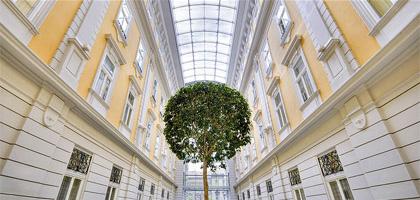 Überdachter Hof im Corinthia Hotel Budapest, Ungarn