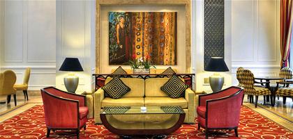 Wartebereich im Corinthia Hotel Budapest, in Ungarn