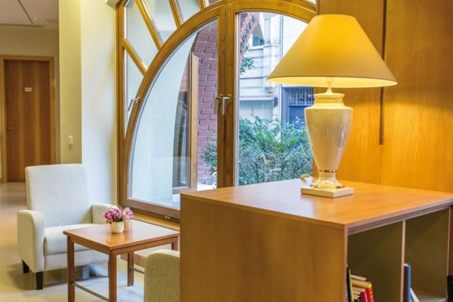 Wartebereich im Corvin Hotel Budapest, Ungarn