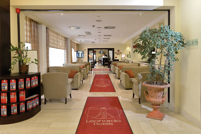 Eingang Leonardo Hotels Budapest Nähe Donau Dental
